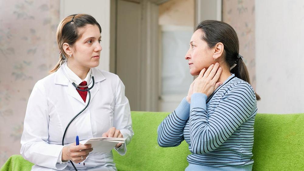 8 signs signaling a thyroid problem.jpg