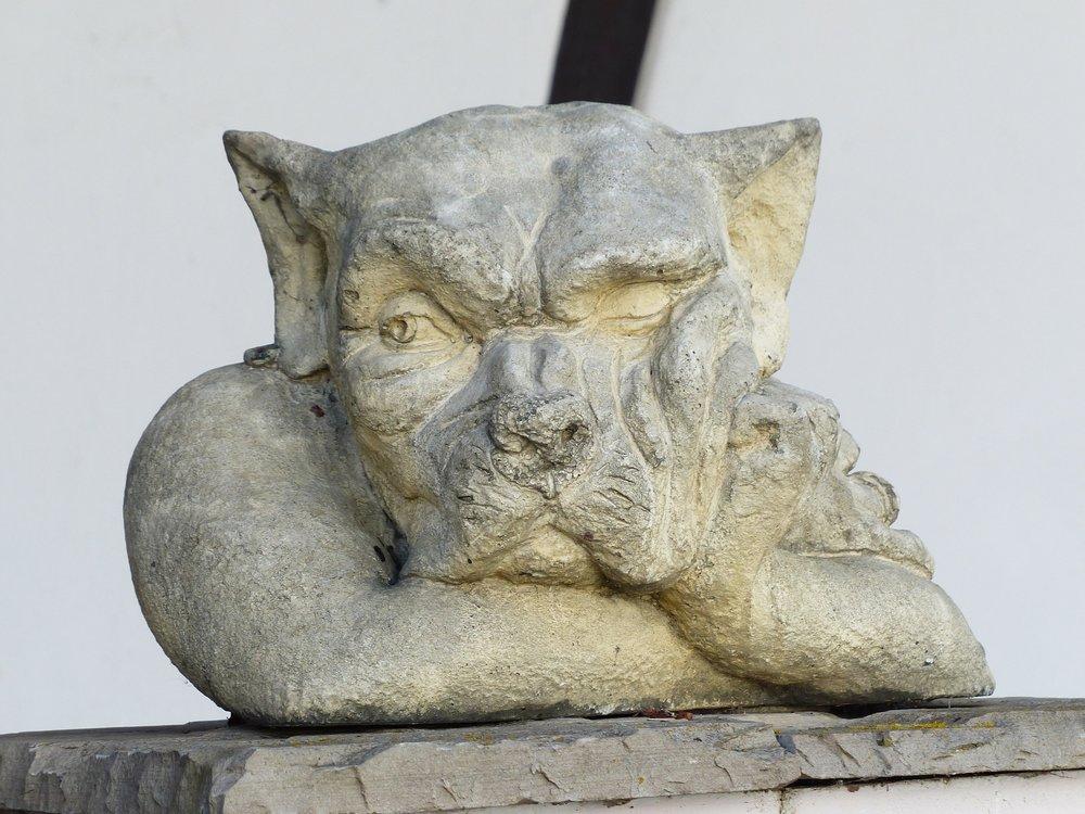 statue-100400_1920.jpg