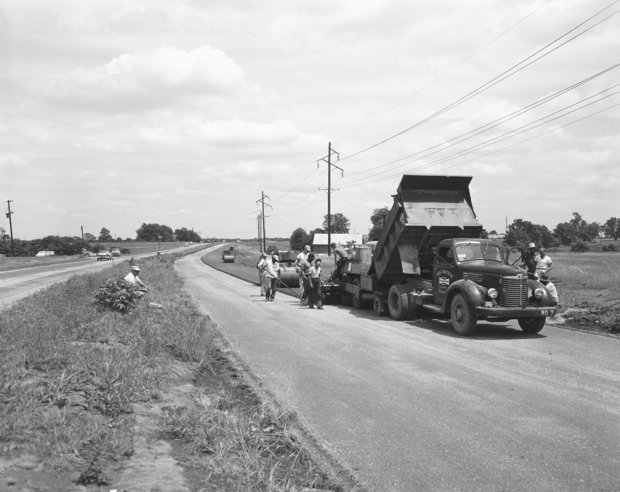 Construction of New Circle Road between Newtown Pike and North Limestone, 1958