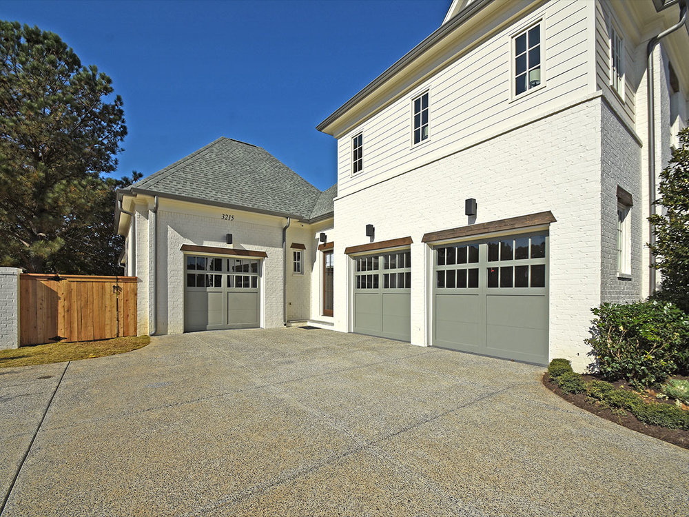 3215chapelwoods_garages_friends_entry.jpg