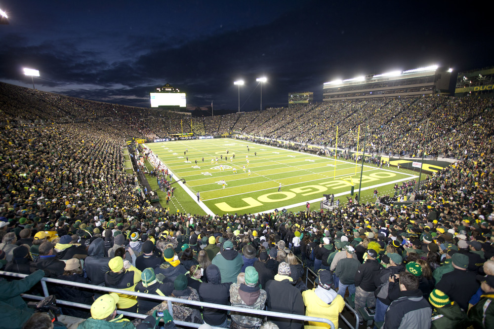Autzen_Stadium_at_night.jpg