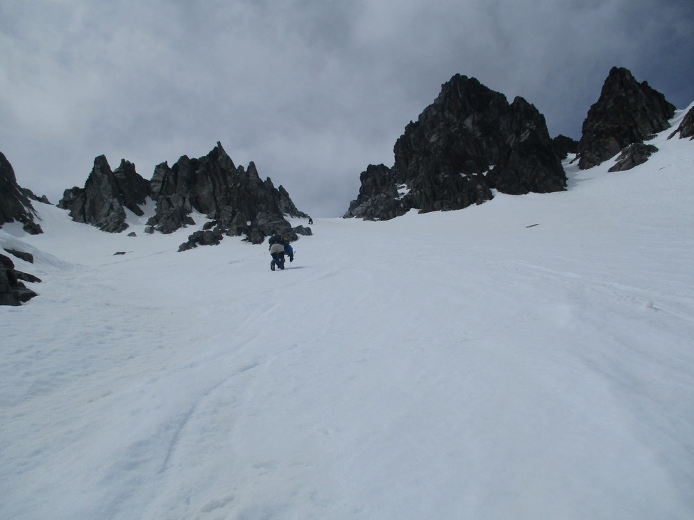 Climbing upper slopes of the Southern Couloir on Tapauae-o-Uenuku