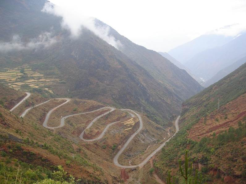 !8 turns mountain climbing out of Yangte China