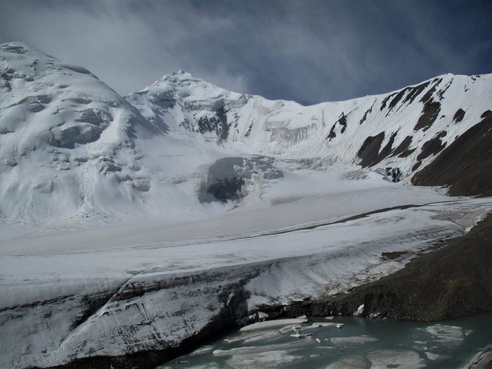 trying to access most of the 5000/6000 meter peaks around the area proved too daunting for me alone over fragmenting glaciers