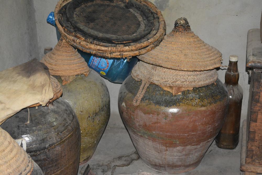 The vases of settling rose water.
