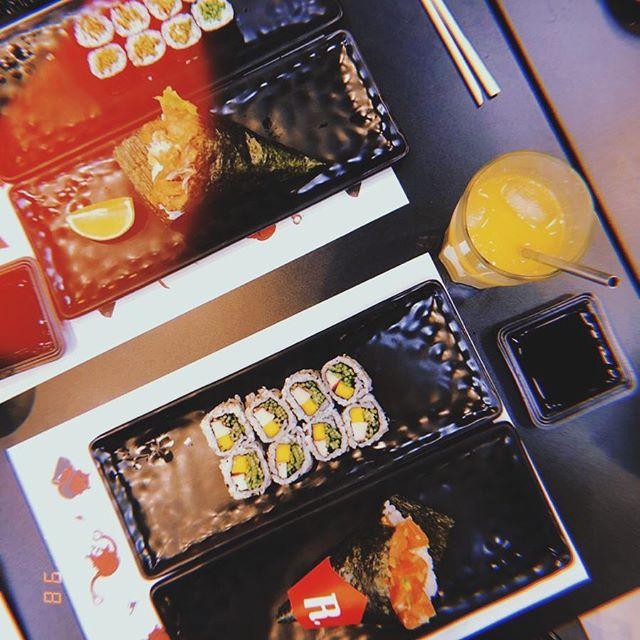 dinheiro não compra felicidade, mas compra sushi que é quase a mesma coisa 🤘