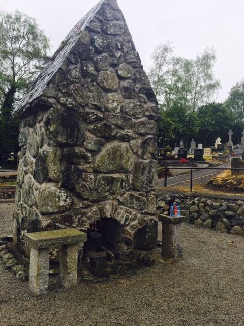 Tobar Beannaithe Bhrónaí i gCaisleán Ruairí - St Bronaghs Holy Well in Rostrevor.