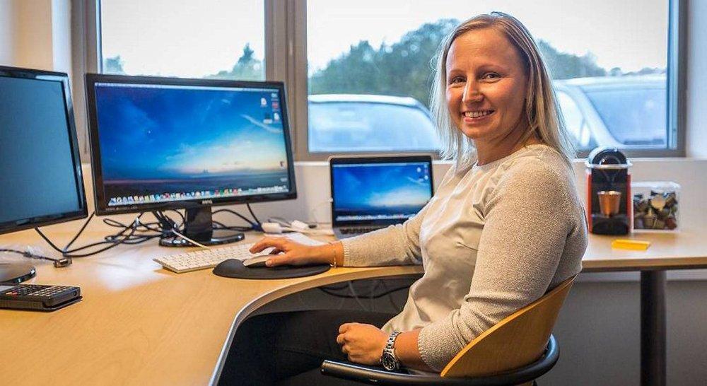 Kathrine Molvik på FeC's kontor i gründerfellesskapet til Industriutvikling Vest.