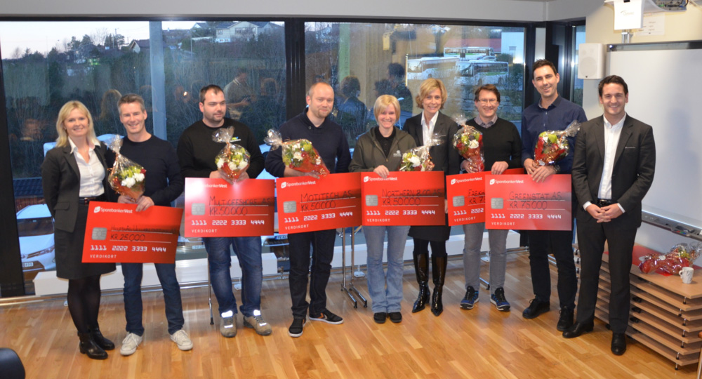Fjorårets vinnere sammen med representanter fra Sparebanken Vest.