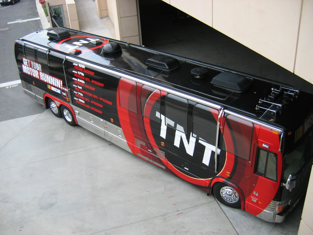 Nascar Motor coach with graphics 014.jpg
