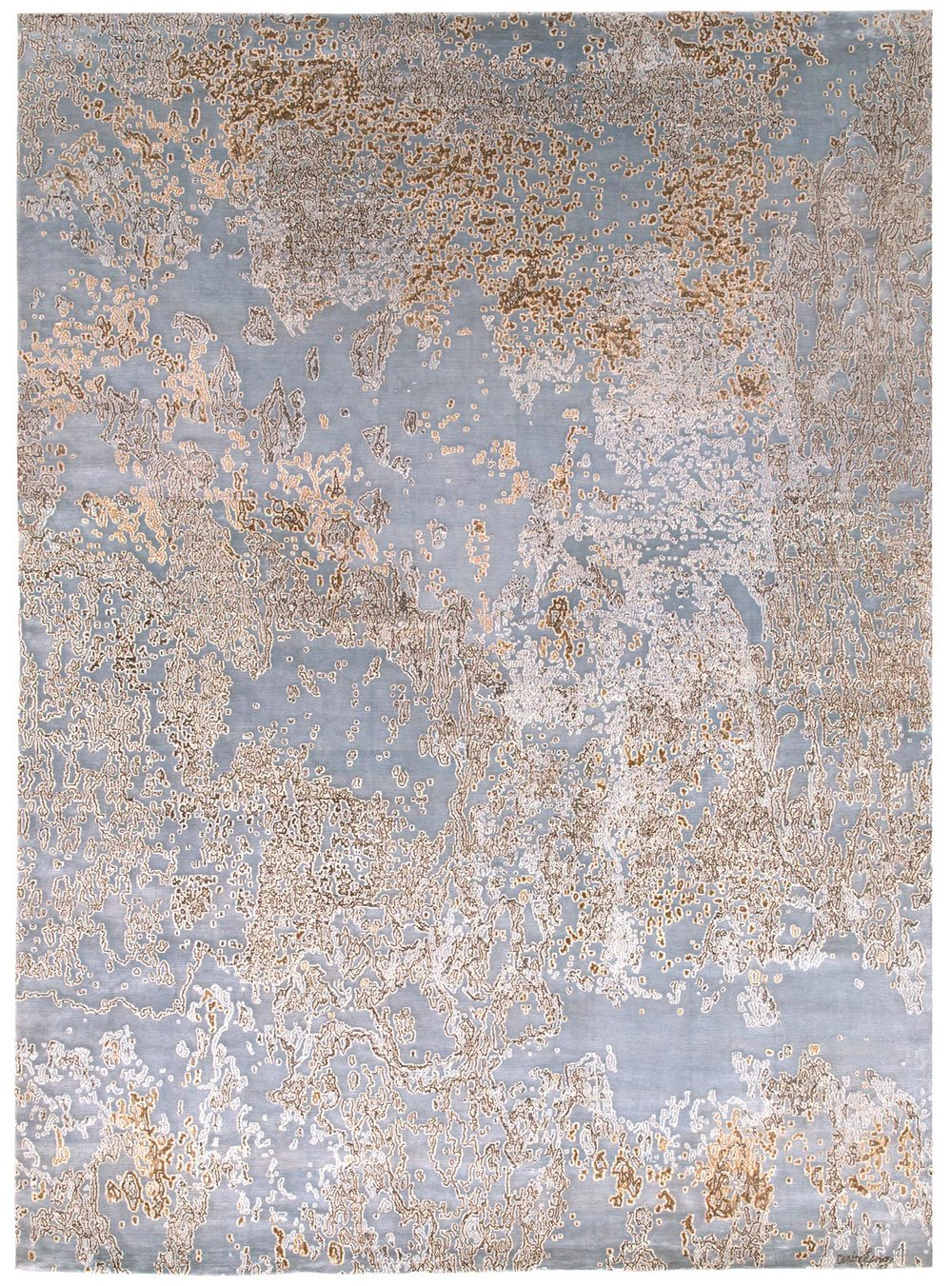 Capri brings an ethereal mood and elegance to an interior. This carpet is woven in wool and silk
