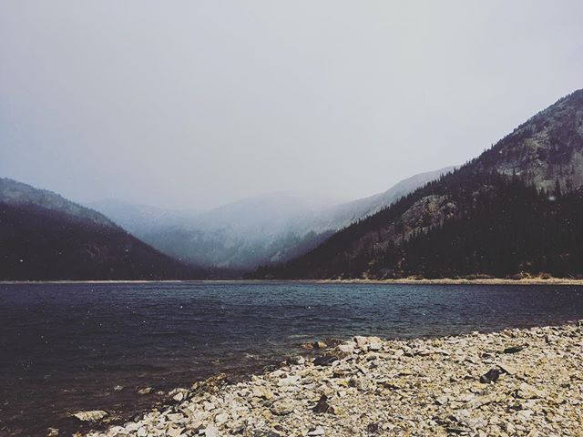 Snow rolling in on mtn lakes. #gettingold #snowtime #mountaintime #adventureforever #exploremore #lake
