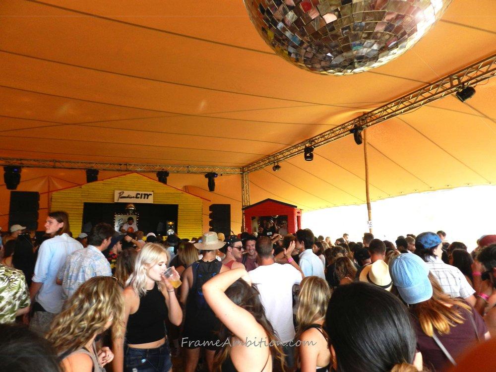 synergy_live_festival_beach_bar