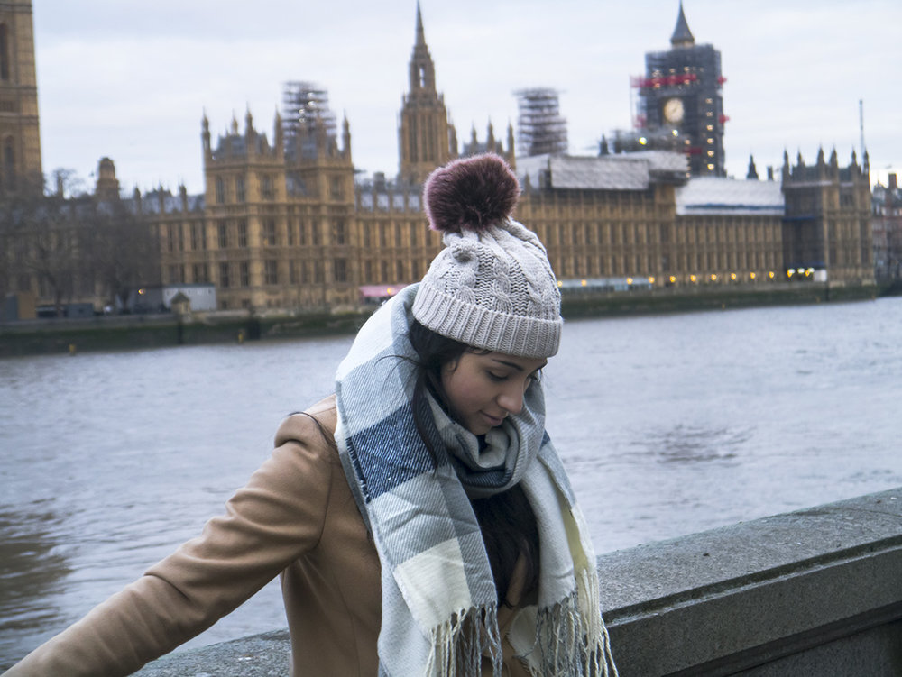 girl_london_big_ben_parliament