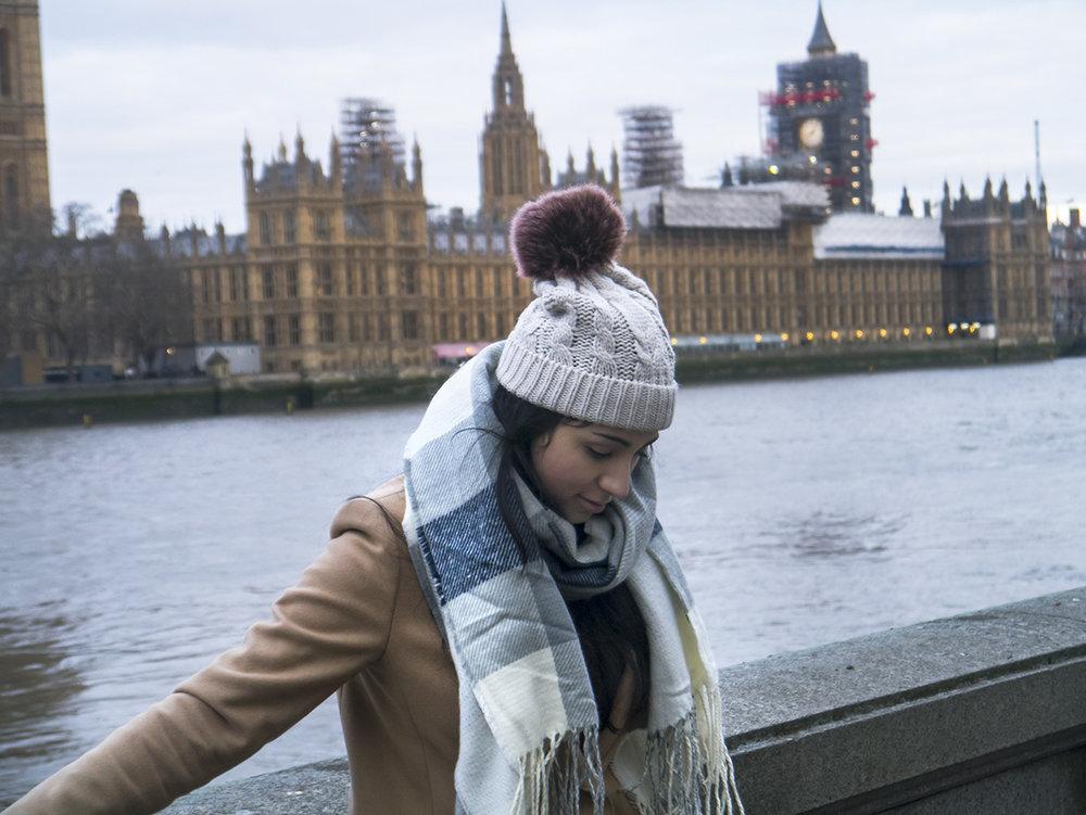 girl_london_big_ben_parliament