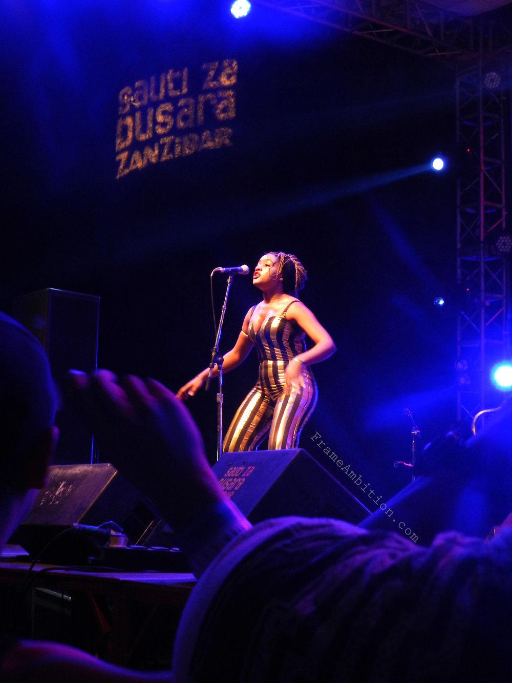 sauti_za_busara_singer_stage
