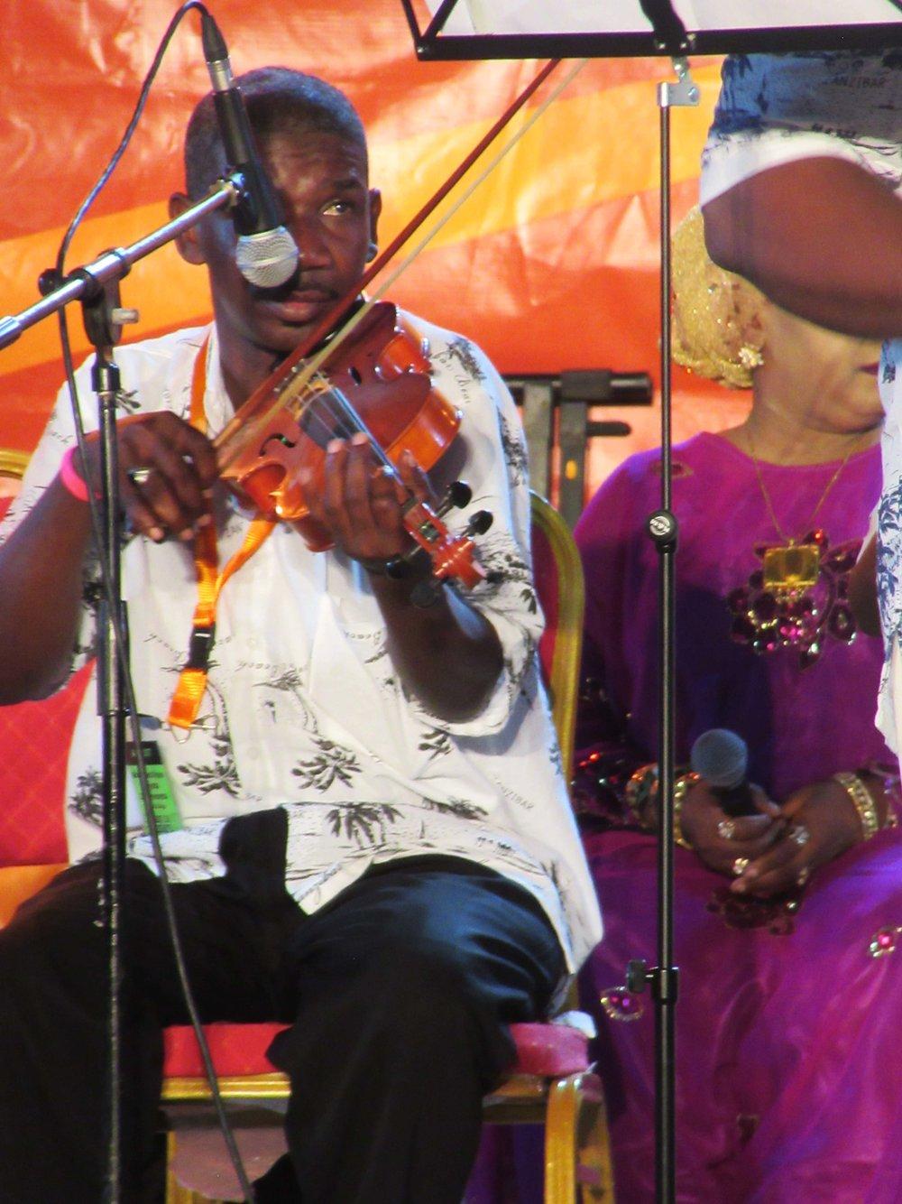 live_violinist_sauti_za_busara