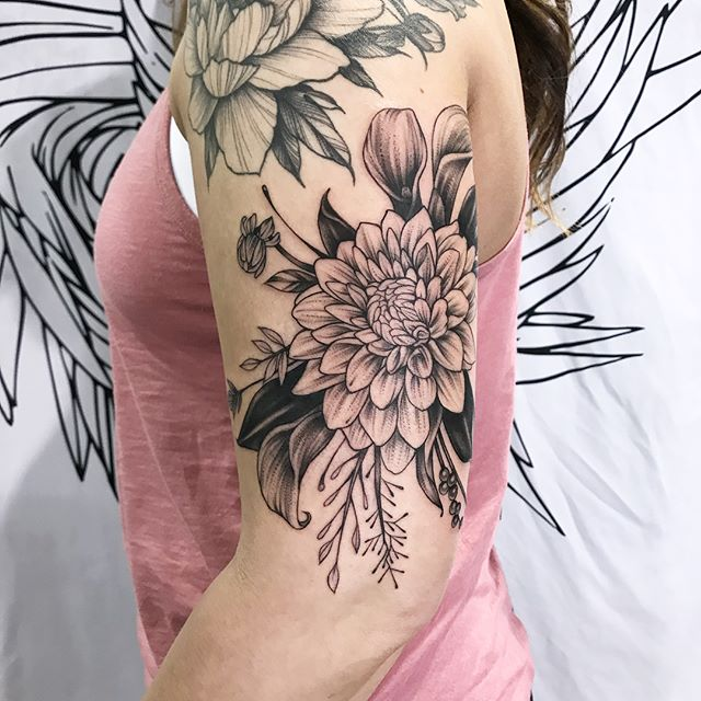 Enjoyed tattooing this piece as my final one @evergreentattooinvitational! 🙌🏻 Love the black leaves for good contrast. Great job @meganrmiller, so tough, so awesome!