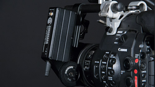The receiver/motor attaches to the C300's top handle using one rod.