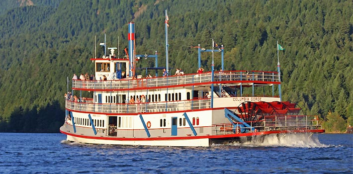 The Sternwheeler in the Columbia gorge