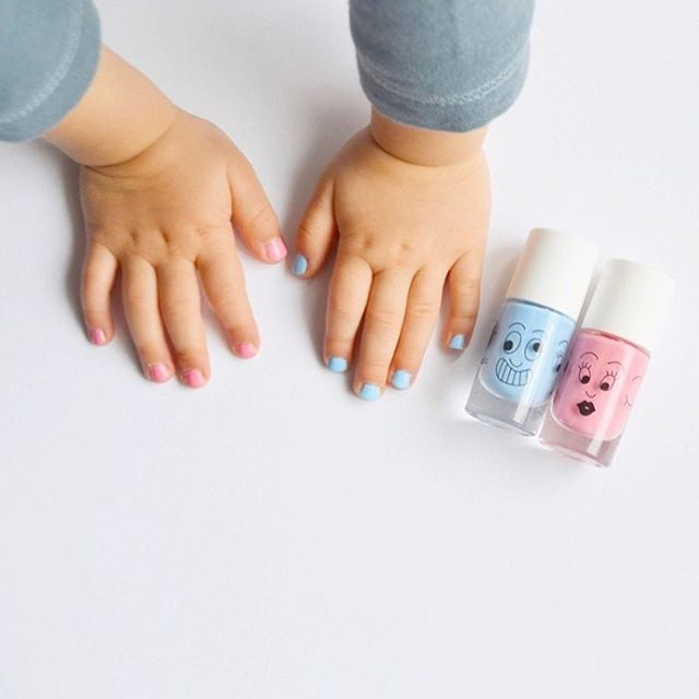 It's time to say ok to kids polish thanks to the non-toxic @nailmatic kids polish (to be removed with water!). Let our kids have some fun 🎉. 📷 by @lequatreheuresmode