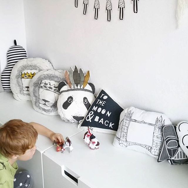 Happy Monday! I love this shelf decor by @kidsgiftsandtoys featuring our super cute Panda pillow by @minimelinsta.