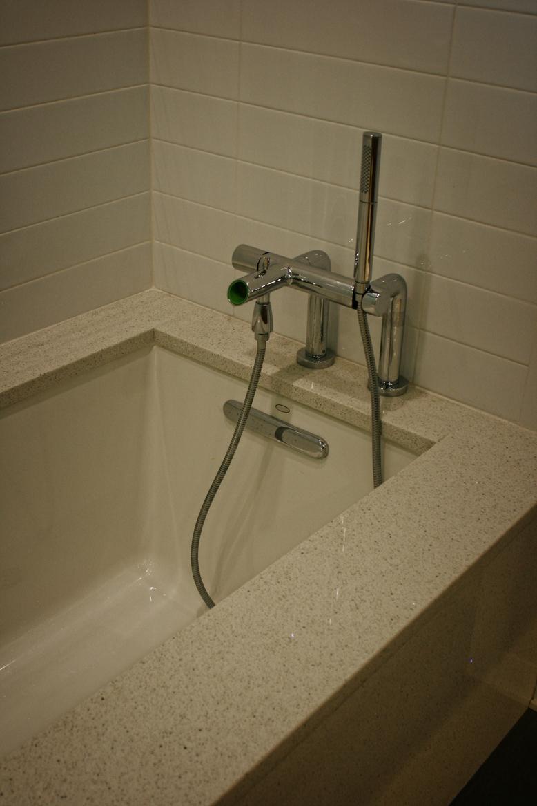 midmod-bath3.jpg