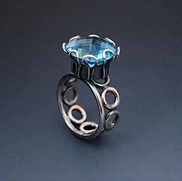 Blue ring 72dpi.jpg