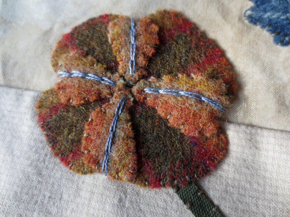 Chain stitch on flower D4.jpg