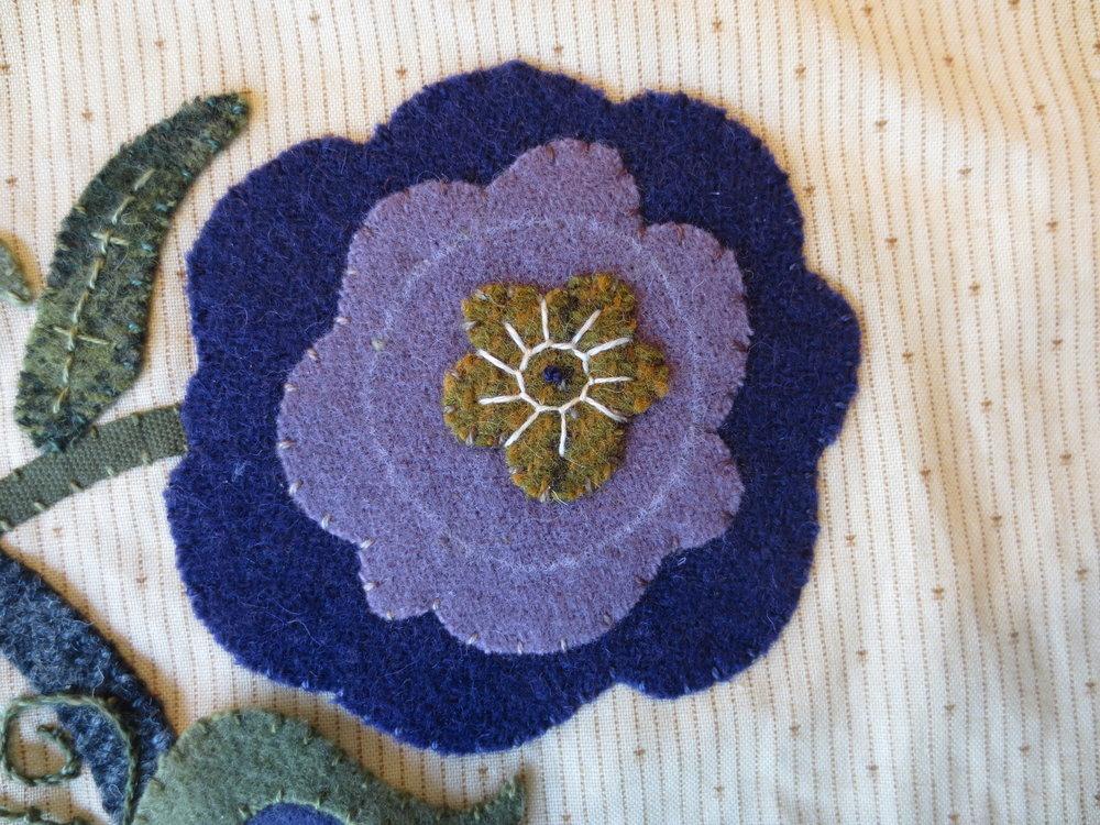 flower#5 eskimo edging stitch1.JPG