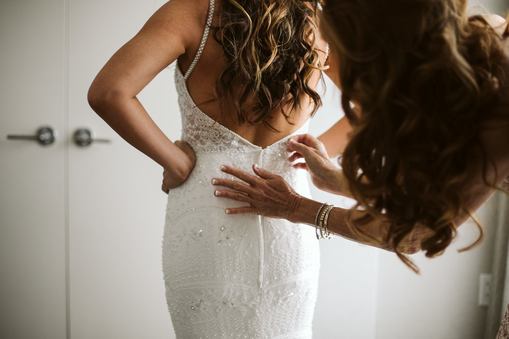 bride-getting-ready-in-nyc.jpg