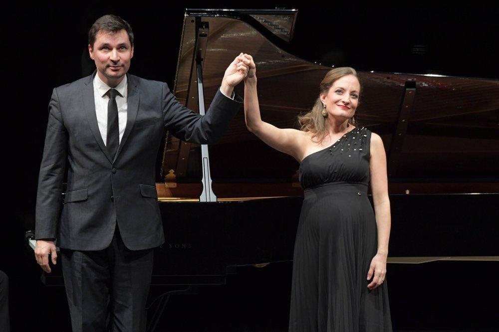 Christiane Karg (soprano) & Simon Lepper Ruf (piano) in recital with the Frankfurter Liederabend, 2018. Photo: Barbara Aumüller.