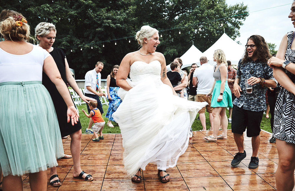 170722_Pennsylvania_RusticBackyardWedding_By_BriJohnsonWeddings_0077.jpg