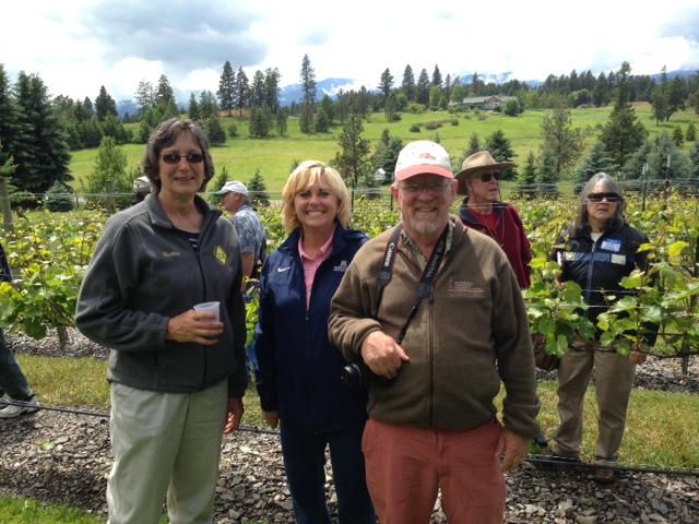 Cornell Expert, Pat McGlynn Visit a Vineyard