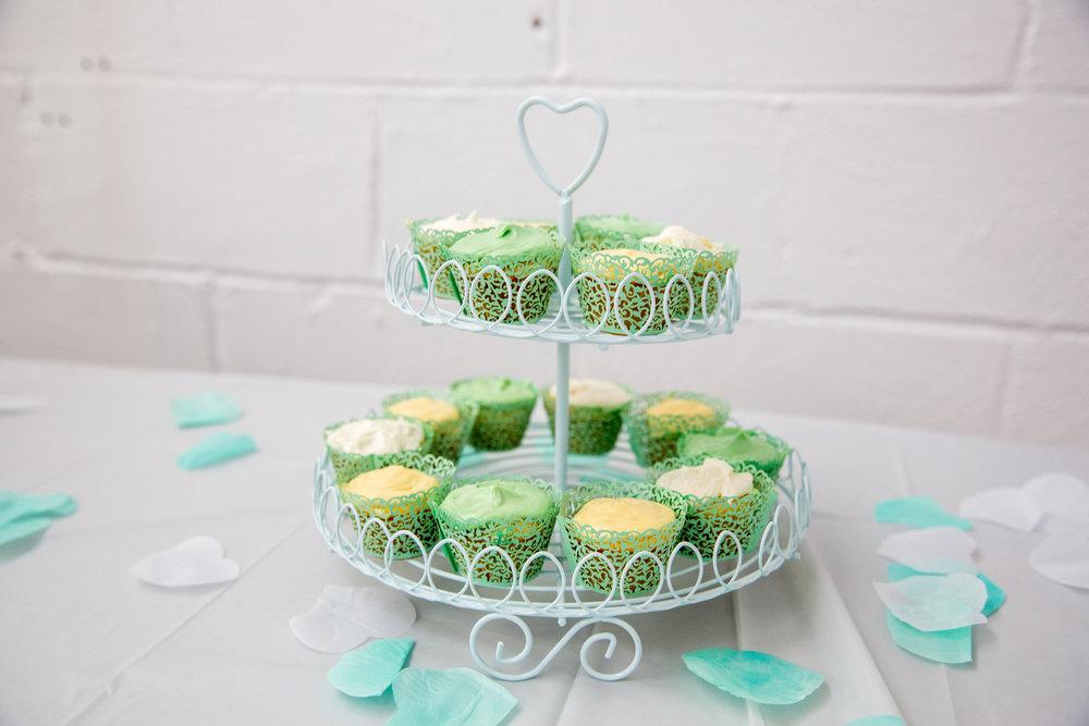 Floral cupcakes lace