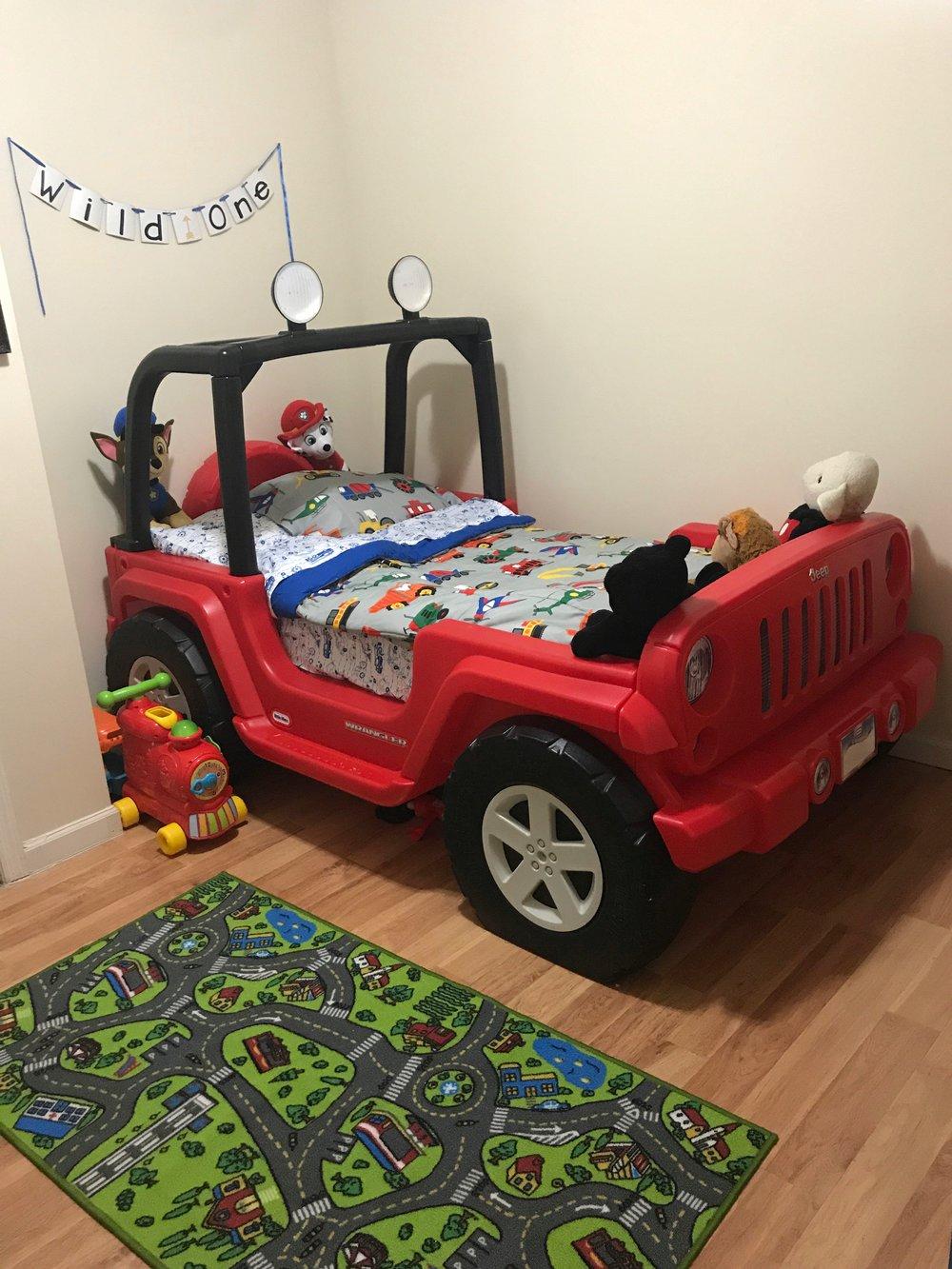 Transportation theme toddler bedroom