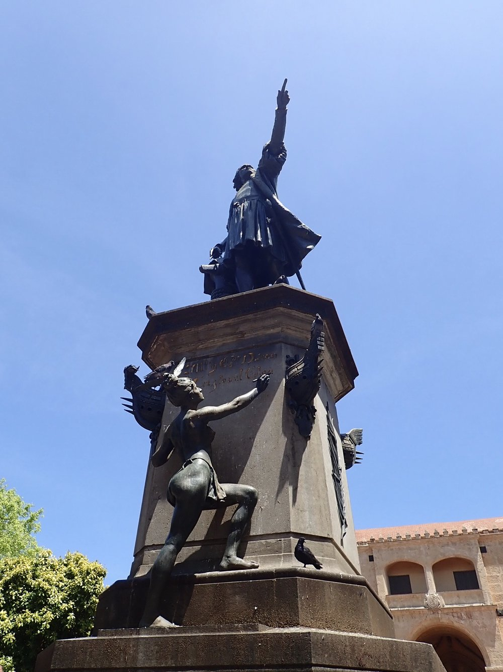 Zona Colonial Columbus statue