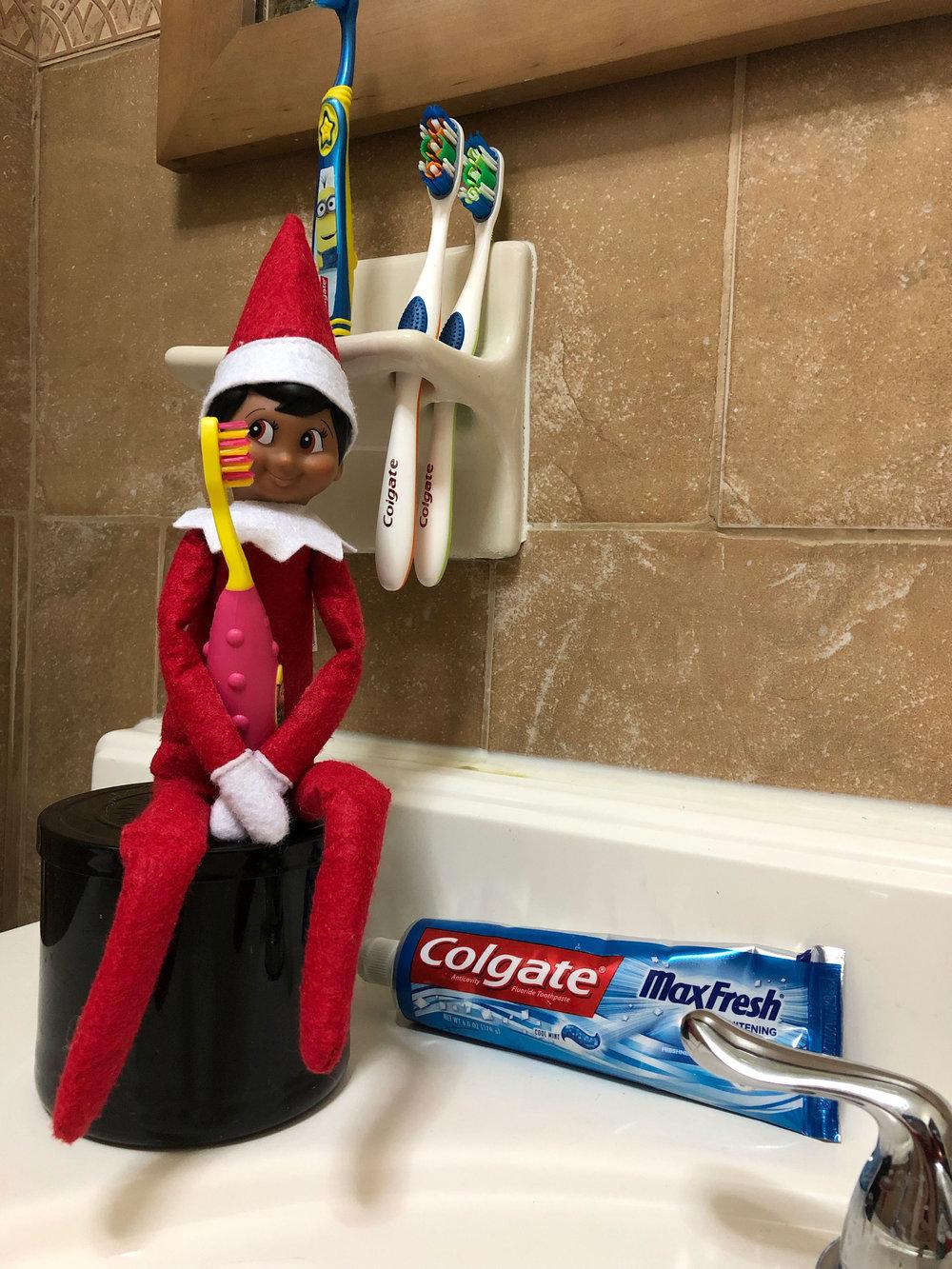 Elf-On-The-Shelf-Fun-Ideas.jpg
