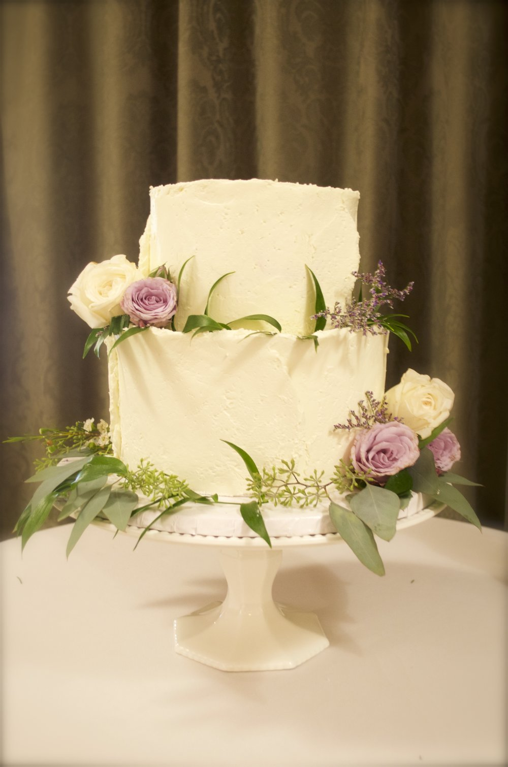 Rough finish buttercream cake with white and lilac roses