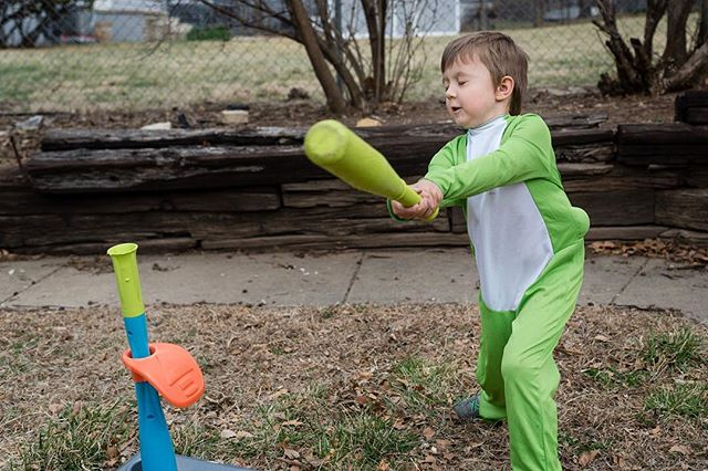 A little dinoball! #documentyourdays #documentaryfamilyphotography #thedocumentarymovement #dayinthelifephotography #dfpcommunity #shamoftheperfect  #cedarrapidsphotography #cedarrapidsphotographer #documentaryfamilyawards #dinoball #runwildmychild
