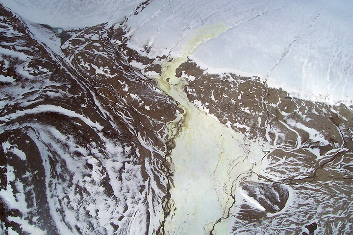 Sulfur deposits at the toe of the glacier in 2006 (Credit:  Damhnait Gleeson )