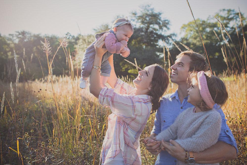 Charleston-SC-wedding-photographers-family-portrait-jeep-wagoneer-57.jpg