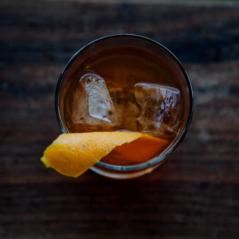 How To MakeThe Perfect Old Fashioned in4 Easy Steps -