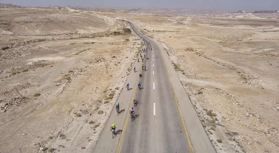 Close to 200 Canadian cyclists and Israeli disabled veterans cycling through the Ramon Crater