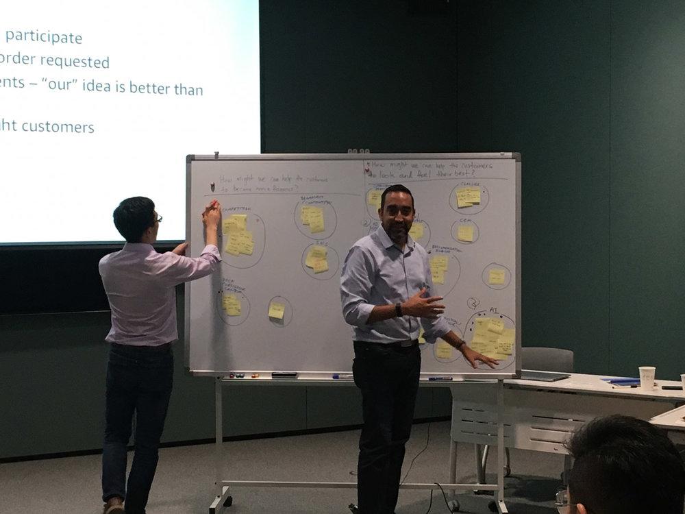 이론 세션 이후에는 실제 실습 워크샵을 통해 고객 공감 지도, 저니맵, 아이데이션 등 워크샵을 진행하였습니다.