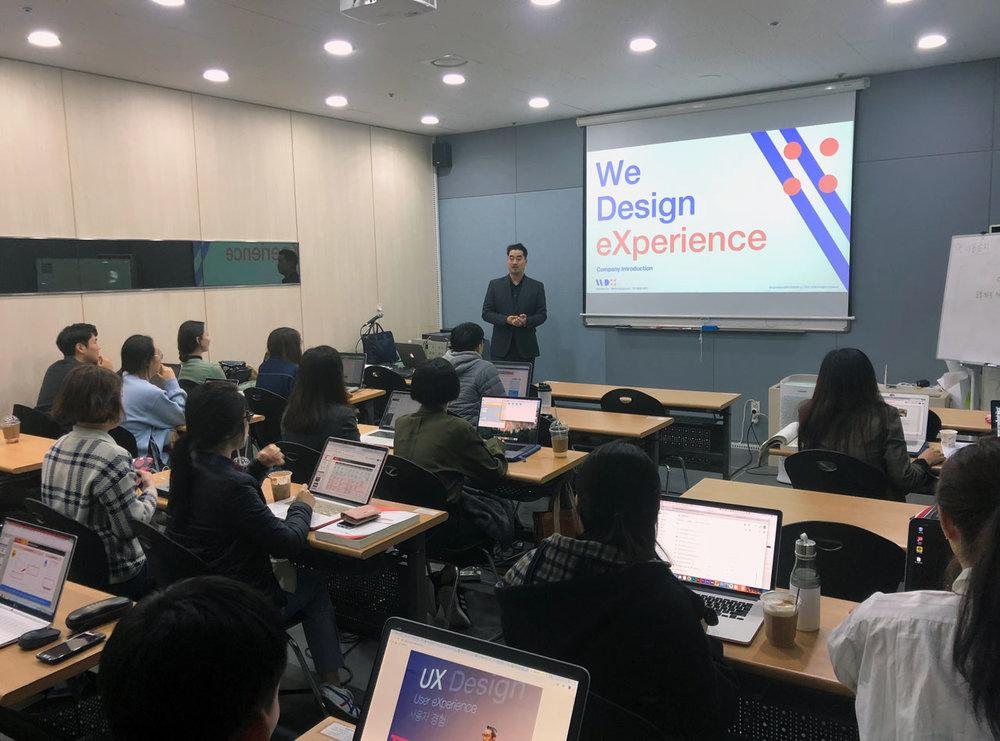한국인터넷전문가협회 '사물인터넷 IoT UI/UX 포트폴리오 아카데미'에서 특강 중인 위디엑스 이종원 대표