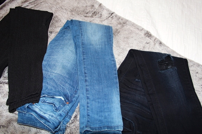 Black leggings - H&M / Light blue jeans - Forever21 / Dark blue boyfriend jeans - Zara