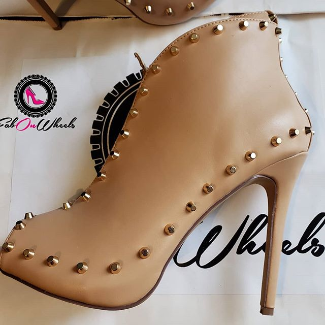 Cleaning out our closet swipe to see more! MORE NUDE! Size 10 wide vamped booties accentuated with stunning gold studs. Removable ankle strap takes them from day to night in a flash. Zipper along the heel make them easy to slip on and off. $19.99 + shipping. We're more than shoes we're a lifestyle. #stayfabulous! . . . . #shoelove #heels #stiletto #shoegasm #shoecloset #shoegamestrong #shoefashion #fabonwheels #higheels #shoes👠 #shoestyllist #ioveshoes #shoeaddiction #shoeaddicts #shoesale #shoestore #clearance #shoeshopping #size10