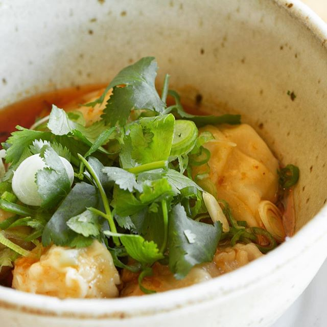 How beautiful do the shrimp wontons look in these bowls Mori Onodera made?!