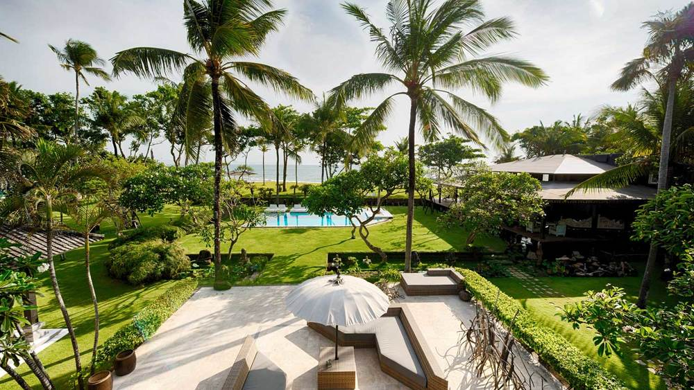 canggu-beach-front-garden-swimming-pool---Morabito-Art-Villa.jpg